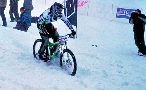 Димитър Гайдов върху сняг на Боровец 2011