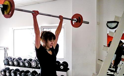 Милена Вълнарова вдига 32.5 кг военна преса