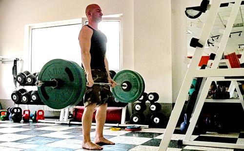 Валери Ставрев вдига 180 кг мъртва тяга