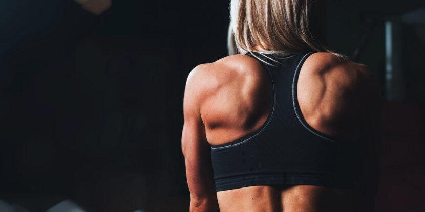 Атлетично, женско тяло с развита мускулатура и нисък процент мазнини