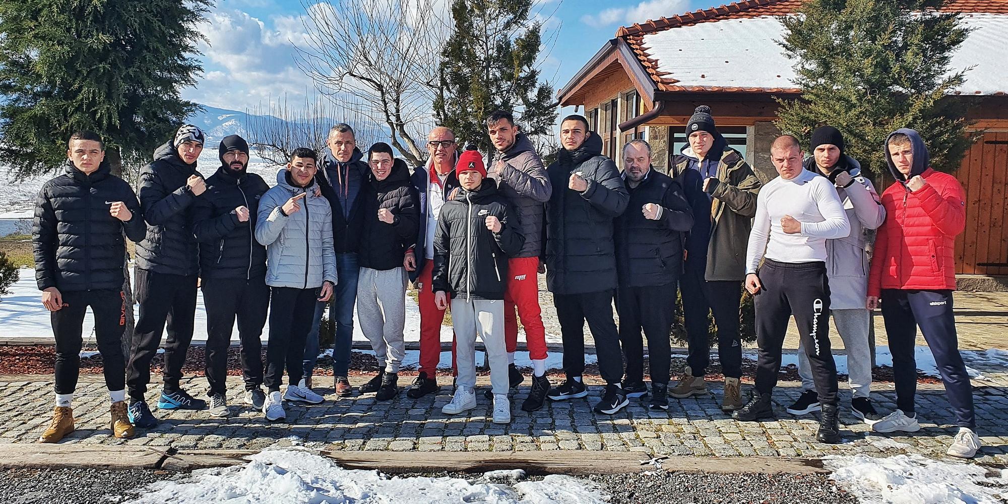 Българският национален отбор по бокс младежи на лагер в Нови Извор с Милко Георгиев