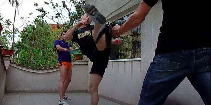 Димитър Михайлов и Стамен Захариев тренират дольо чаги с ластик за експлозивност