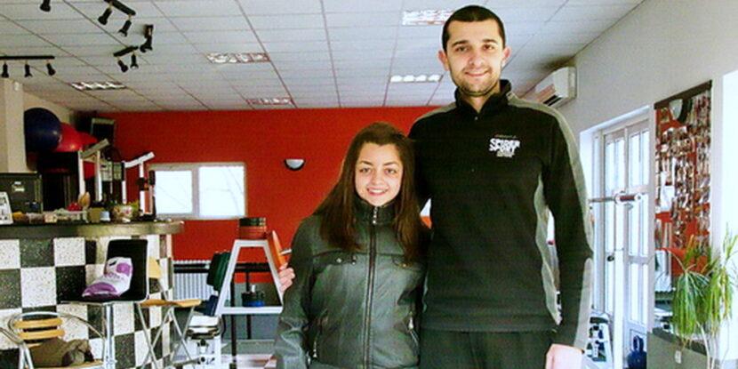 Ангел Стоян и Миглена след сериозно подобрение на сколиозата ѝ