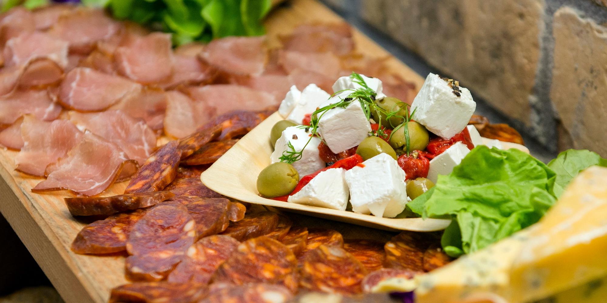 Месо и сирене са естествени ВМ-НВХ храни