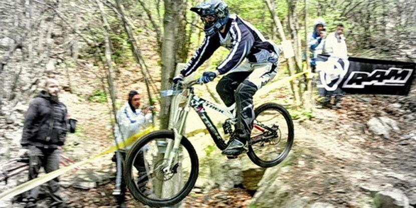 Росен Ковачев се спуска downhill на Каменна Река до Сопот
