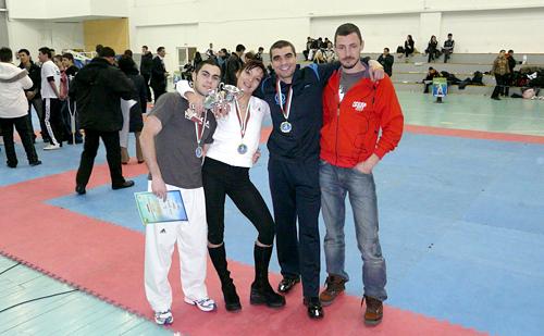 Стамен Захариев, Илияна Енева, Димитър Михайлов и Милко Георгиев с медали спечелени на републиканско първенство по Таекуондо